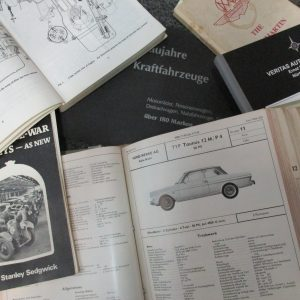 Abbildung von Originalprospekten und Fachliteratur zur Typenprüfung von klassischen Fahrzeugen bei Classic Data